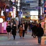 Coreia do Sul registra novos casos de COVID-19 e volta a fechar escolas