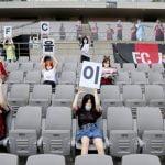 Clube de futebol sul-coreano coloca bonecas infláveis em arquibancada