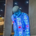 Centro Cultural Coreano transmite mensagens contra a COVID-19 em exposição ao ar livre em São Paulo