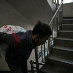 Entregadores coreanos sofrem com o excesso de trabalho na pandemia da covid